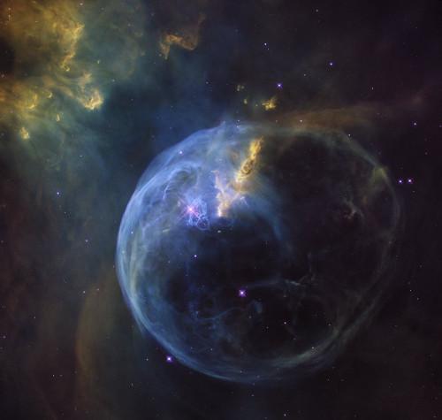 La nebulosa de la Burbuja es la imagen que el telescopio espacial Hubble ha elegido regalarnos para celebrar su cumpleaños. Créditos: NASA, ESA, Hubble Heritage Team (tamaño real)http://cdn.spacetelescope.org/archives/images/screen/heic1608a.jpg