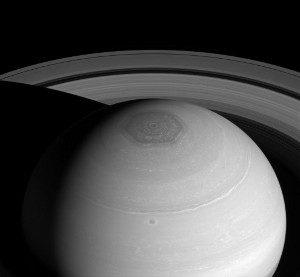 Cassini capta el hexágono de Saturno